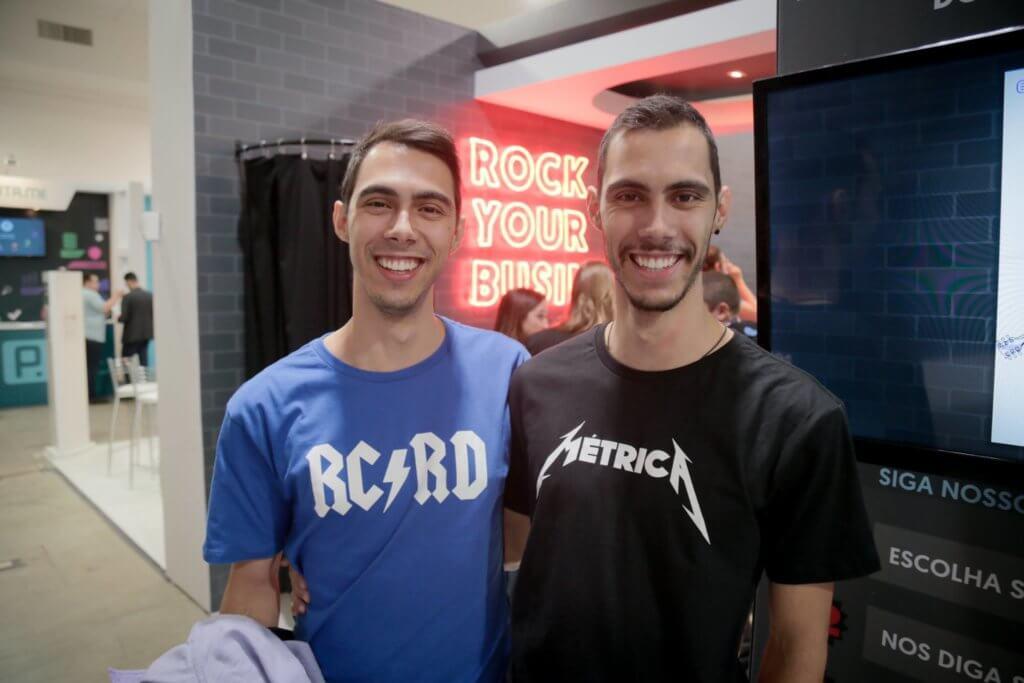 Camisas inspiradas nas bandas ACDC e Metálica