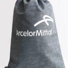 mochila simples de brinde da arcelor mittal