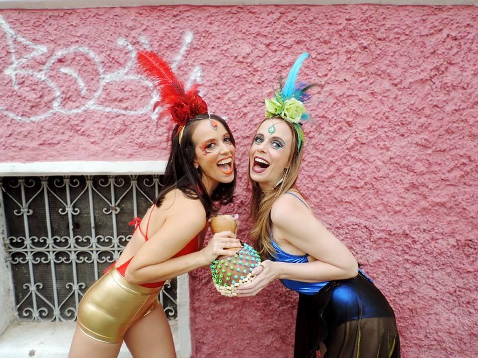 acessórios com pluma carnaval