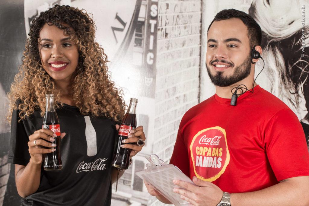 cor de uniforme - preto da Coca Cola