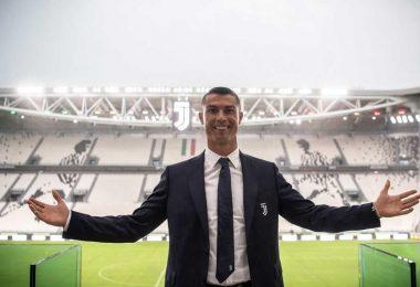 O time italiano possui uma linha de ternos, gravatas e uniformes executivos personalizada