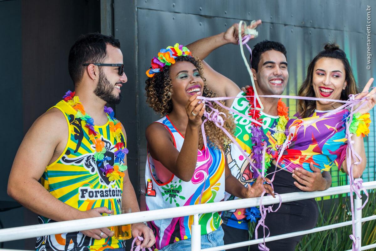Modelos de abadá para Carnaval: variedade agrada a diferentes públicos