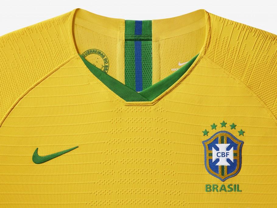 Guerreiras do Brasil estampado na camisa da seleção feminina de futebol