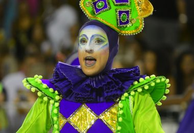 Imagem ilustrativa para texto sobre guardar fantasias de Carnaval