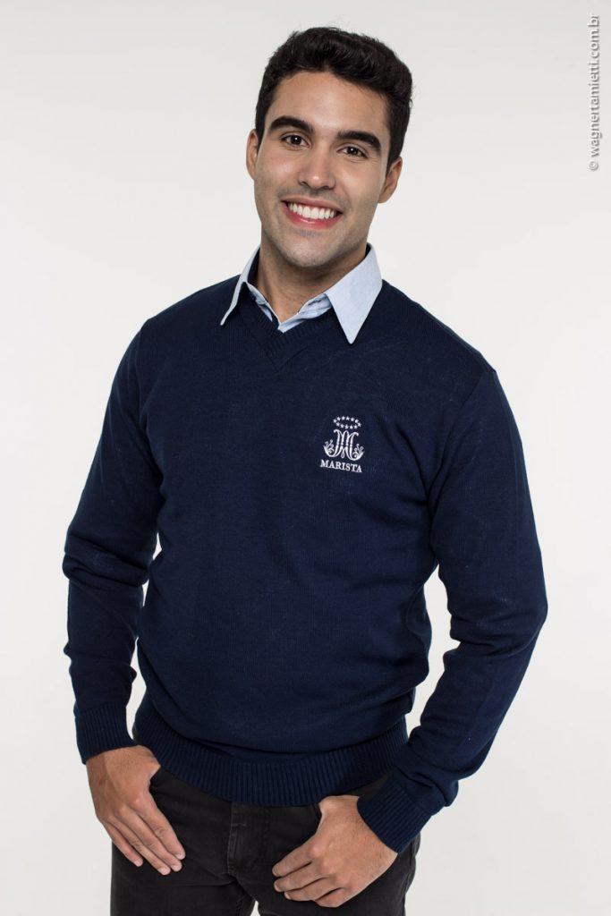 Suéter em linha de uniforme do Colégio Marista