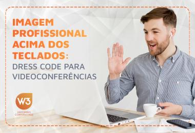 Imagem profissional acima dos teclados: dress code para videoconferências