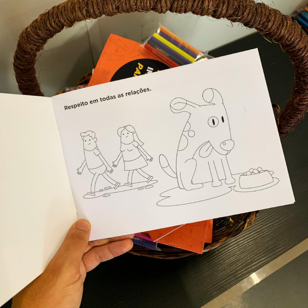 livro de colorir com valores da empresa